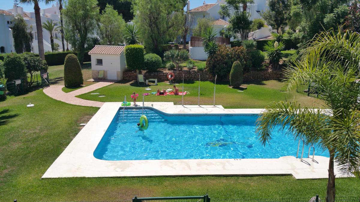 Marbella Banus Apartamento Planta Media en Venta en Calahonda – R3688640