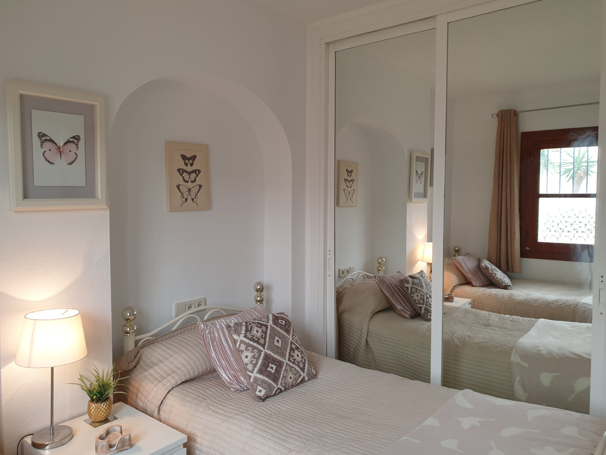 Apartamento en Venta en Calahonda – R3829408