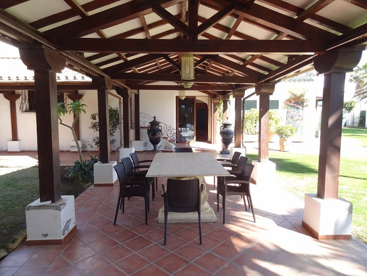 Villa gallery image