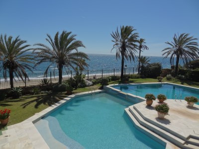UNIQUE INVESTMENT OPPORTUNITY! Undoubtedly the best value beachfront property available on the Golde, Spain
