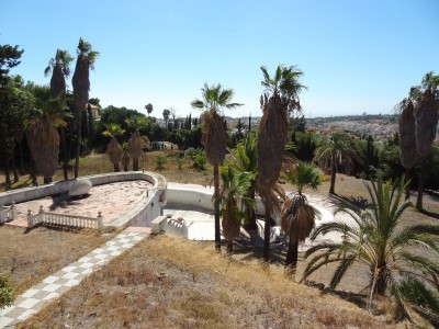 A large gated estate with private road consisting of 5 villas with the possibility to build 3 more. ,Spain