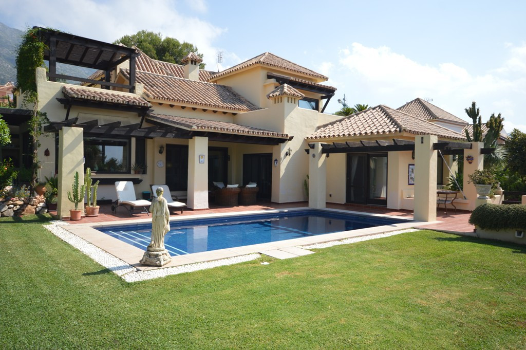 PRICE REDUCTION!! This villa is situated on an elevated plot within the exclusive gated community of,Spain