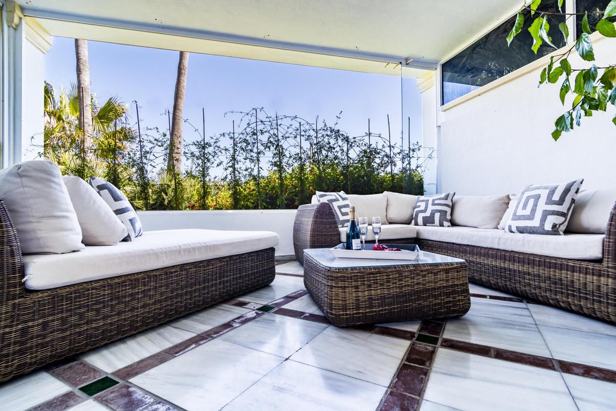 Apartamento Planta Baja en Venta en The Golden Mile – R2102630