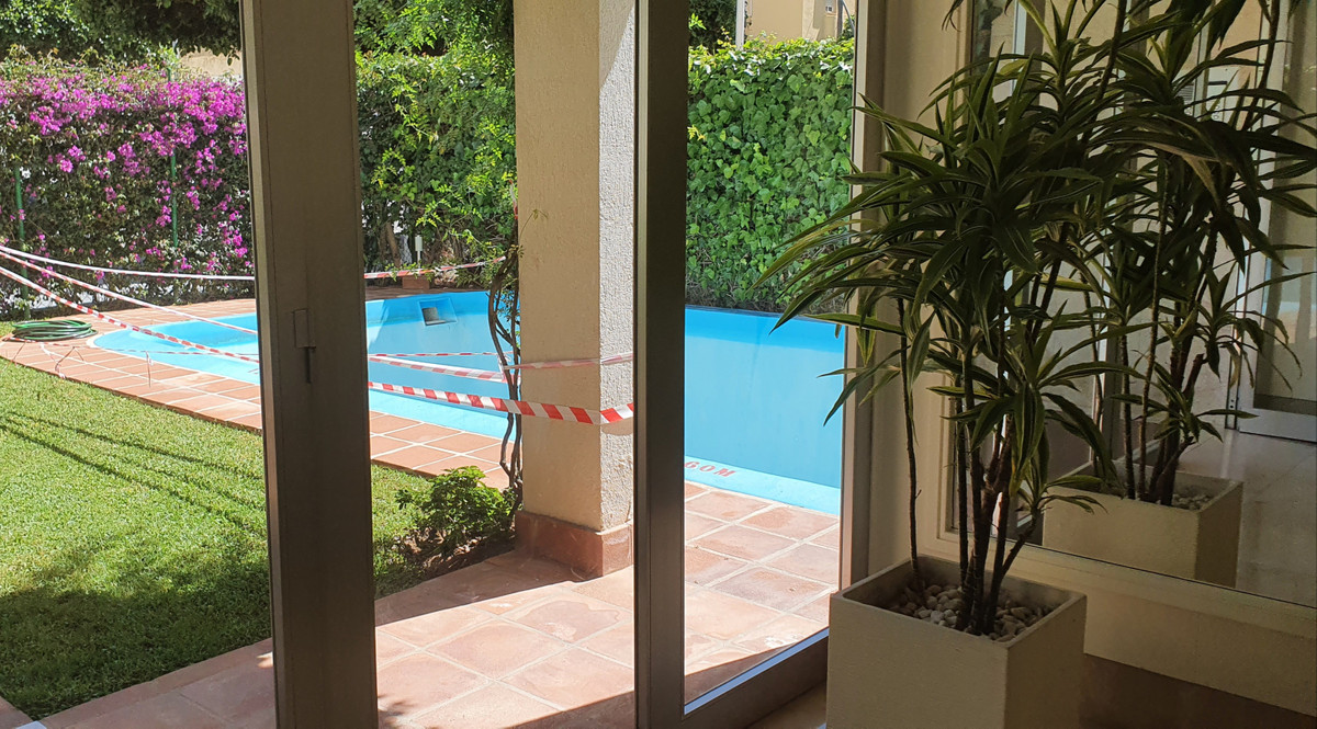 """Excellent apartment on the beachfront facing south and in the center of Marbella. 2 bedrooms 2, Spain"