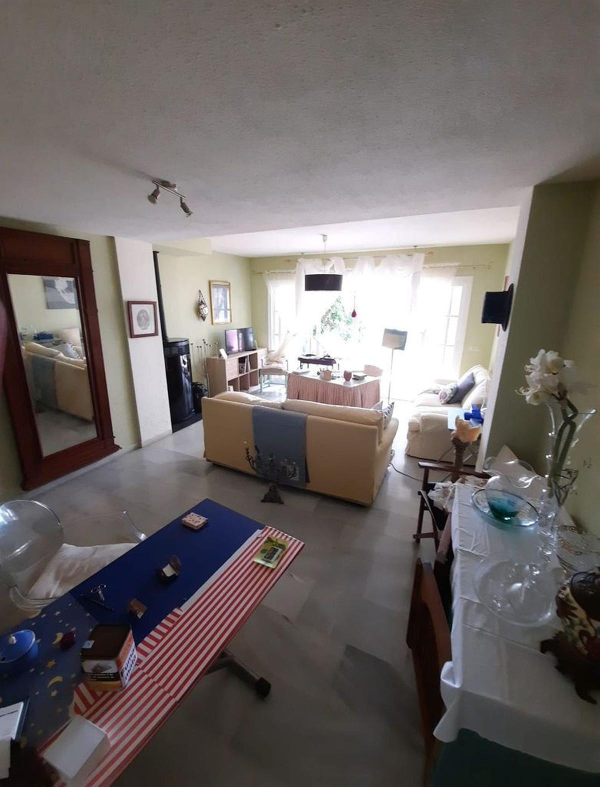 R3894595 | Semi-Detached House in Estepona – € 258,000 – 2 beds, 2 baths