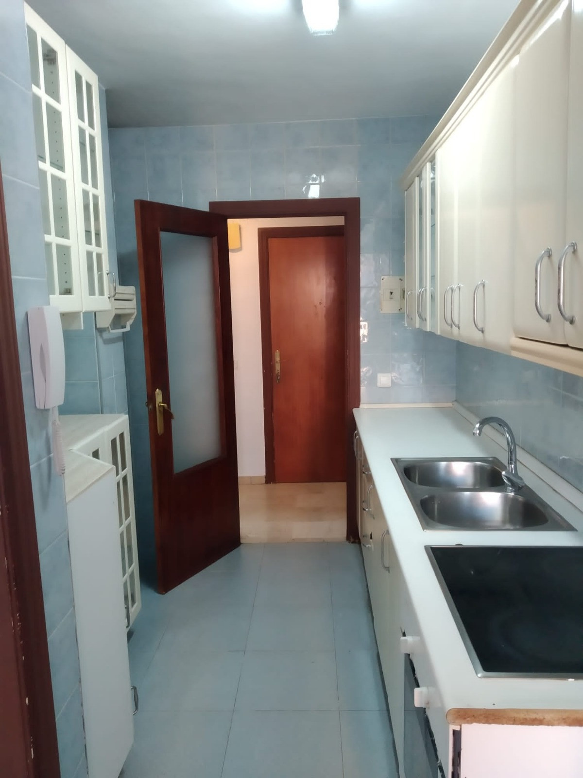 Bright apartment near the center and a few minutes from the cable beach. Quiet neighborhood, surrounSpain