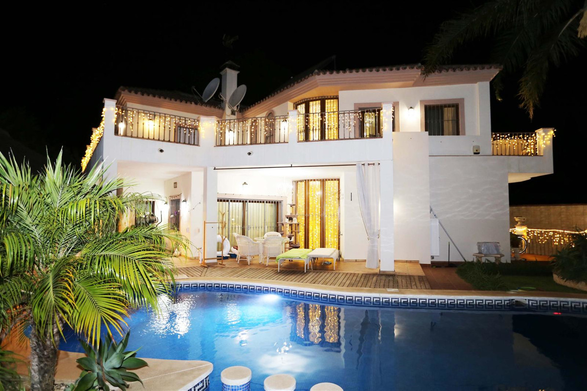 Luxurious Villa located in the prestigious area of ??Guadalmina Baja. The house is formed by a very , Spain