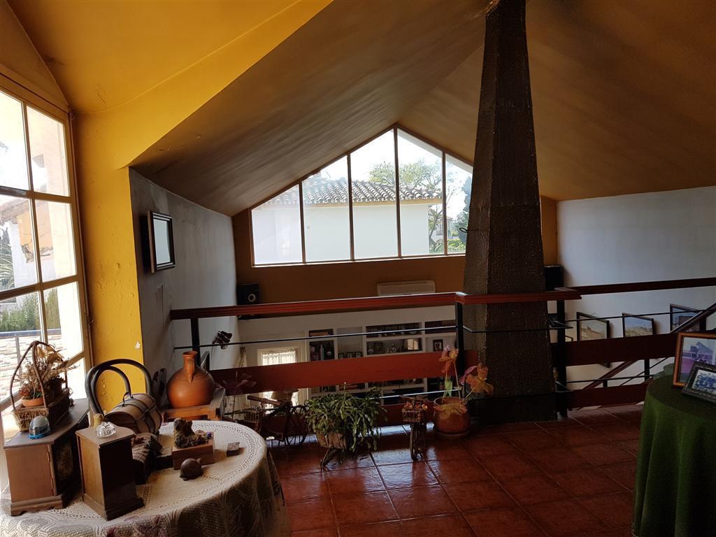Villa en Venta en Marbella – R2885861
