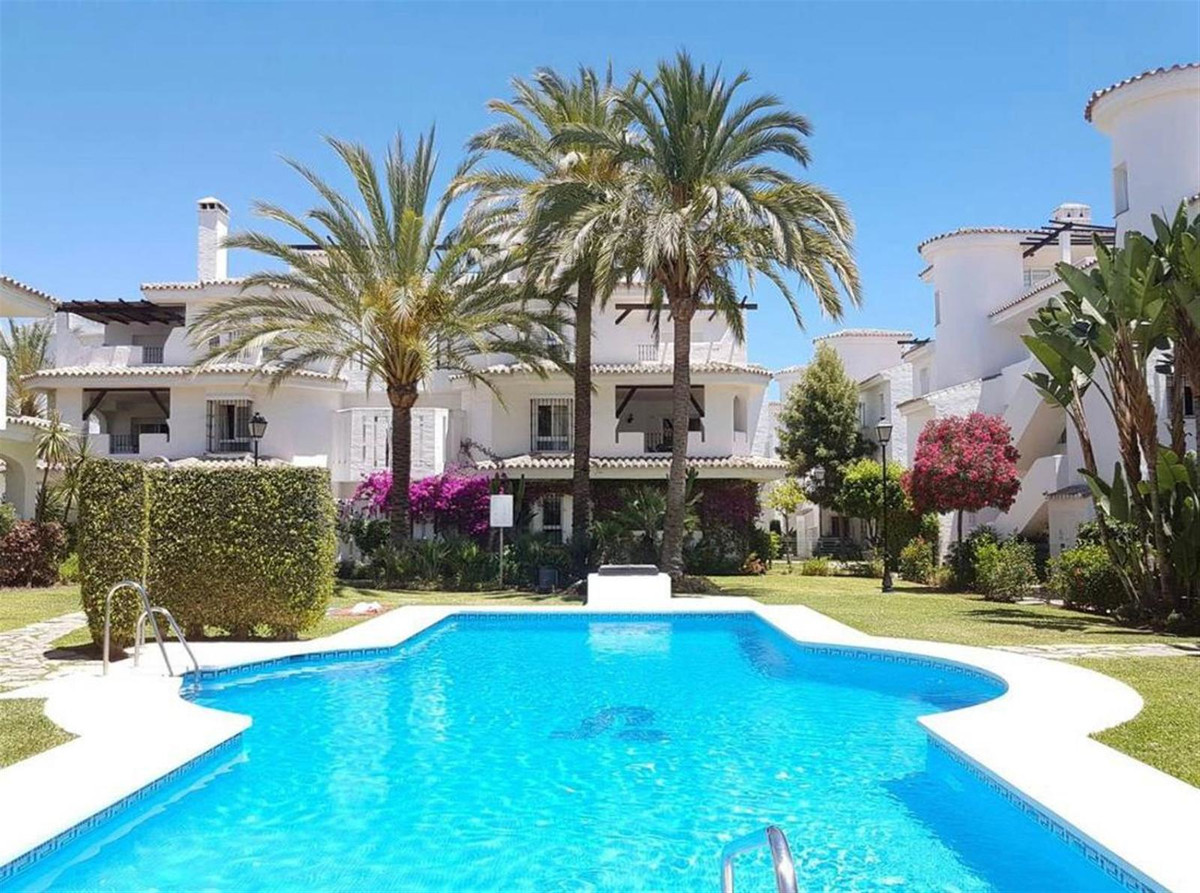 Great terraced house of 250 m2 built with nice front garden of 40 m2 plus 2 semi-covered terraces. T, Spain