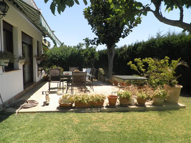 BEAUTIFUL VILLA THAT IS ONE STEP FROM GUADALMINA GOLF, A STEP FROM THE BEACH, 5 MINUTES TO PUERTO BA,Spain