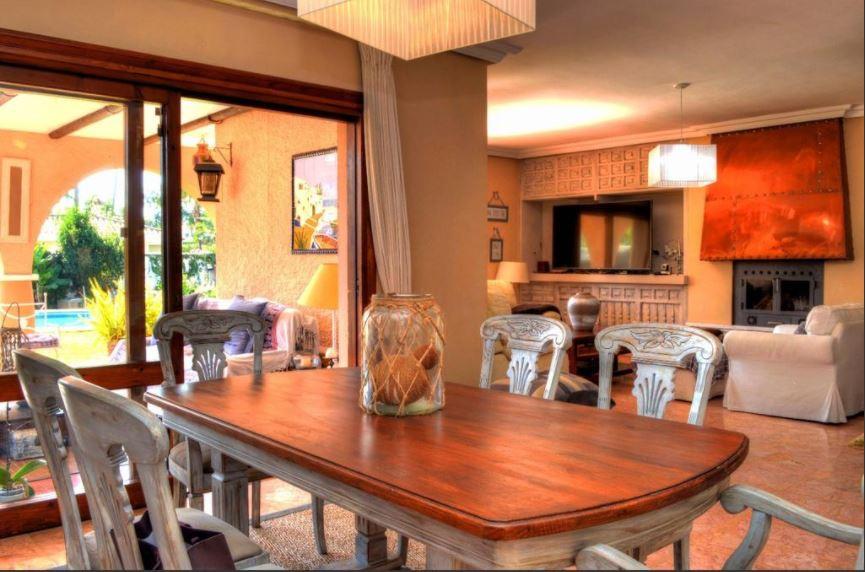 Villa con 5 Dormitorios en Venta Estepona