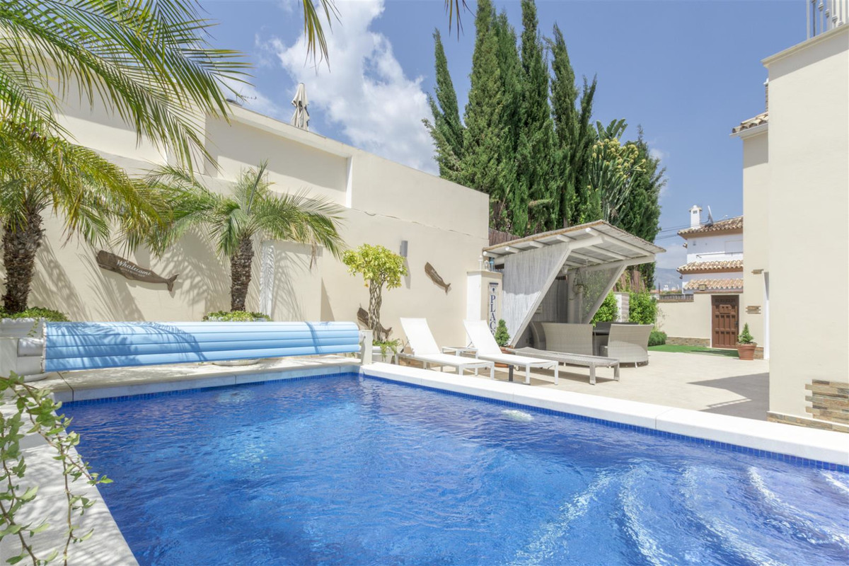 """Unbeatable villa, villa located just 10 minutes from the prestigious Puerto Banus. The house h, Spain"