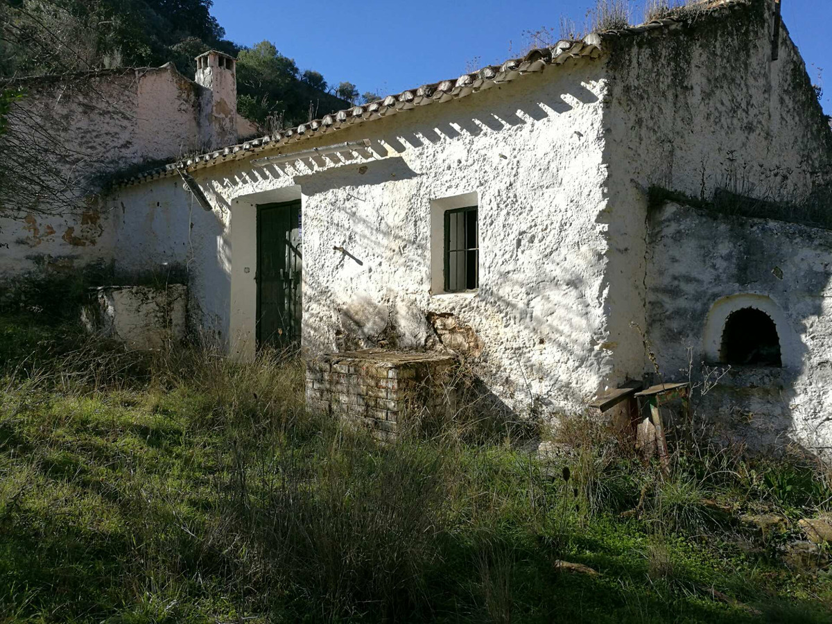 FOR Sale: FINCA LO PINTO Malaga:  • Unique opportunity to purchase a large plot of land with a ruin,, Spain