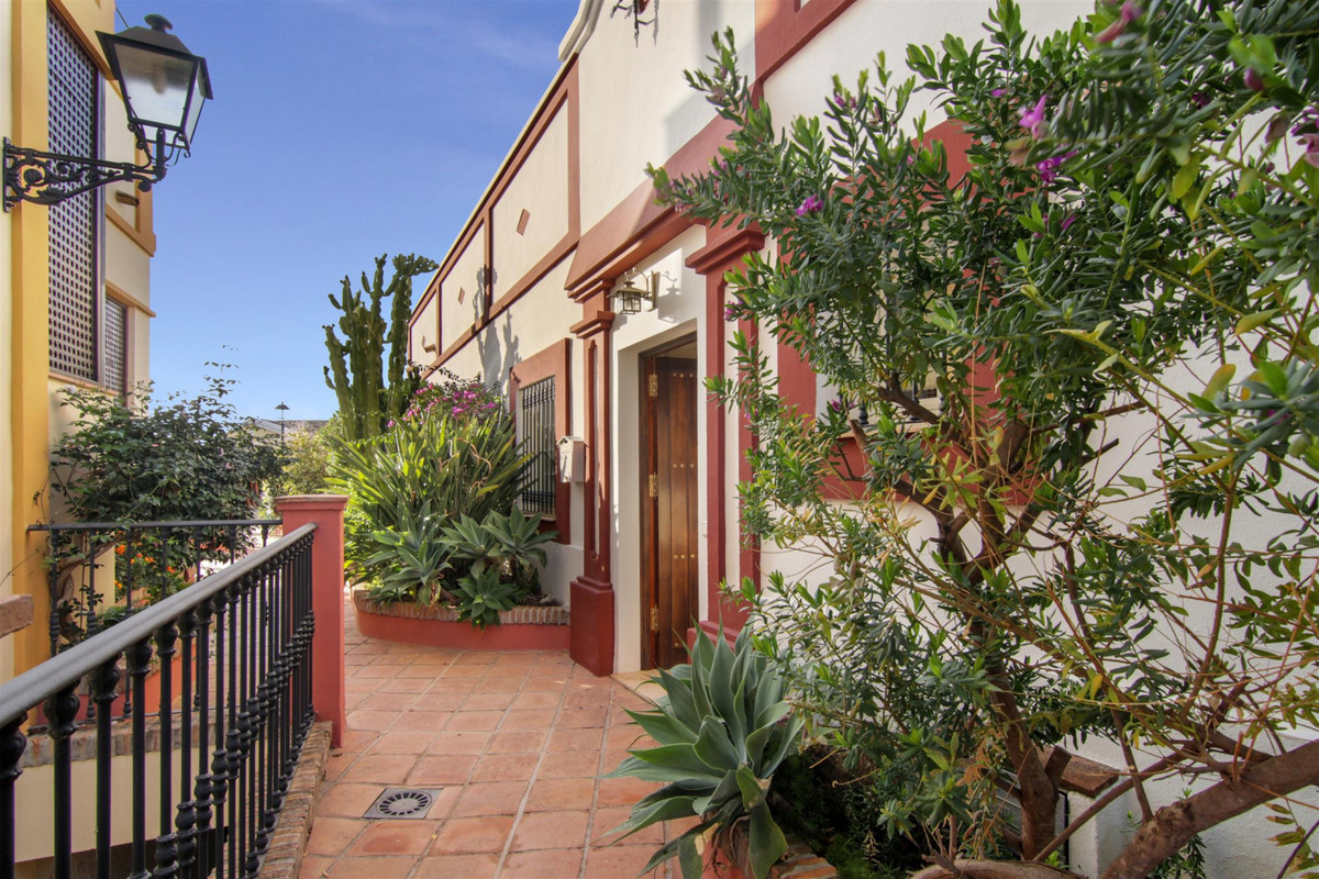 Elegant 3-bedroom Mediterranean villa, full of character and a bright sunny and airy atmosphere, loc,Spain