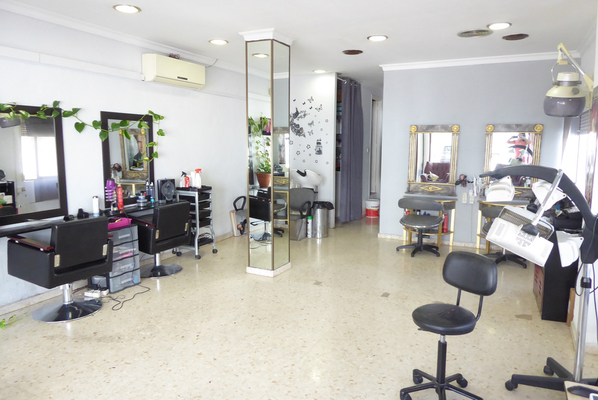 Great almost diaphanous commercial space with garage in the most popular area of Marbella, Miraflore,Spain