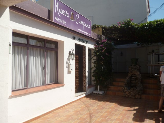 Magnificent fully assembled restaurant located on the main avenue of La Campana. With fireplace, Sou, Spain