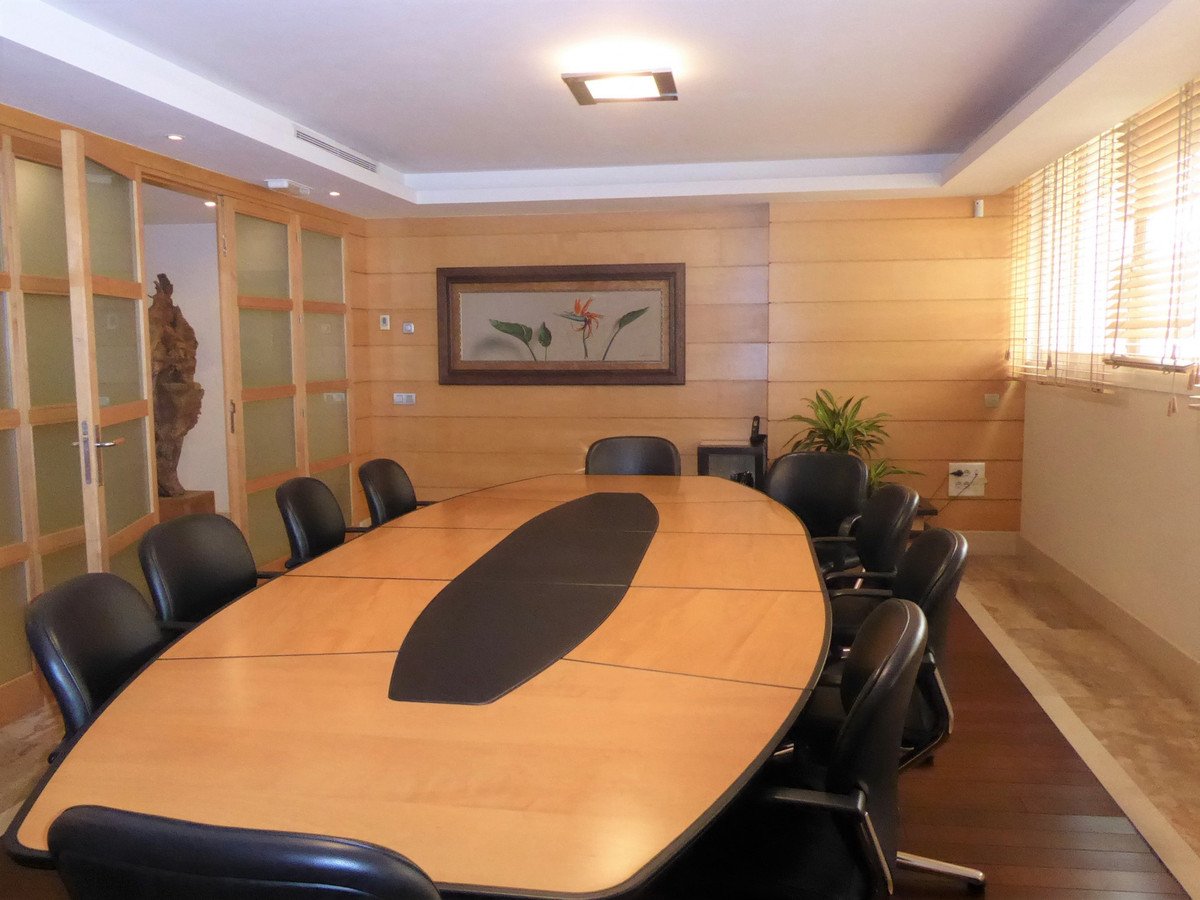 Commercial  Office for rent  in Marbella