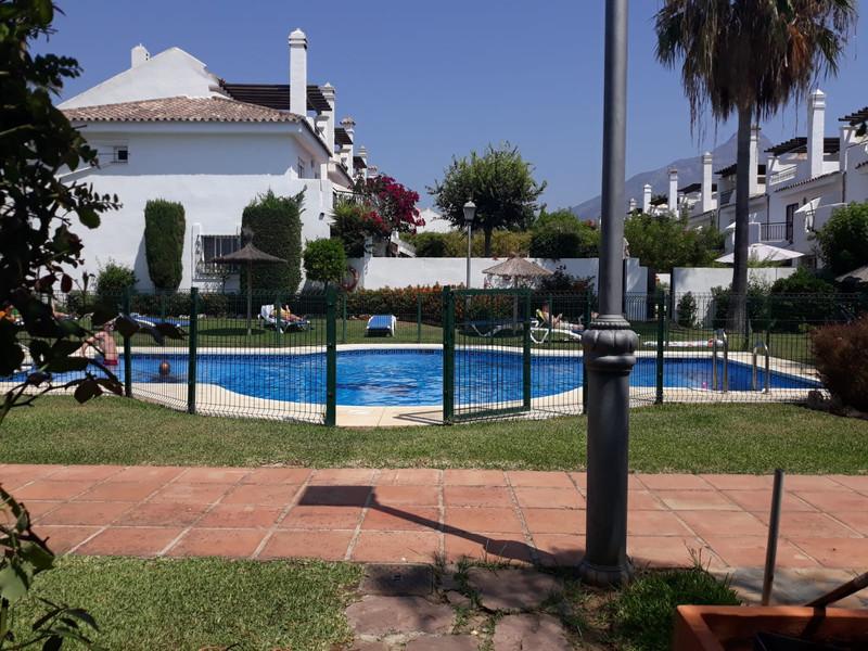Adosada, Nueva Andalucía – R3232318