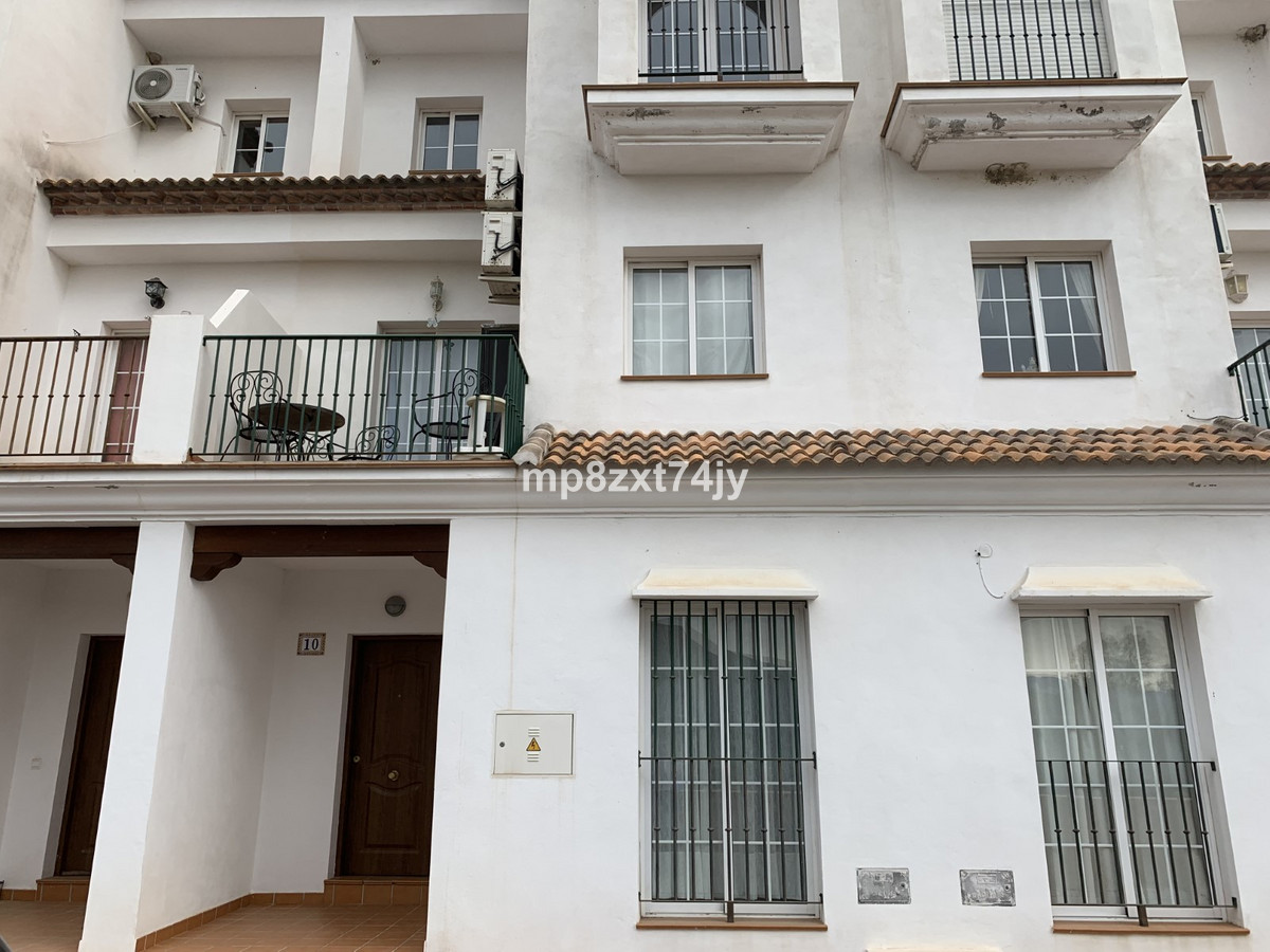 Spacious one bedroom ground floor apartment in the beautiful white washed hilltop village of Alcauci,Spain