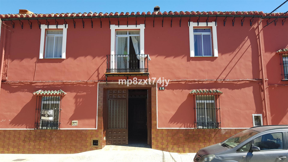 Substantial 5 bed period home with history, Ideal for a Bed and Breakfast. In the centre of the vill,Spain