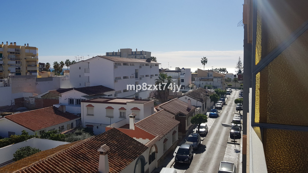 Beautifully presented and tastefully decorated in a secure and well maintained apartment building ju,Spain