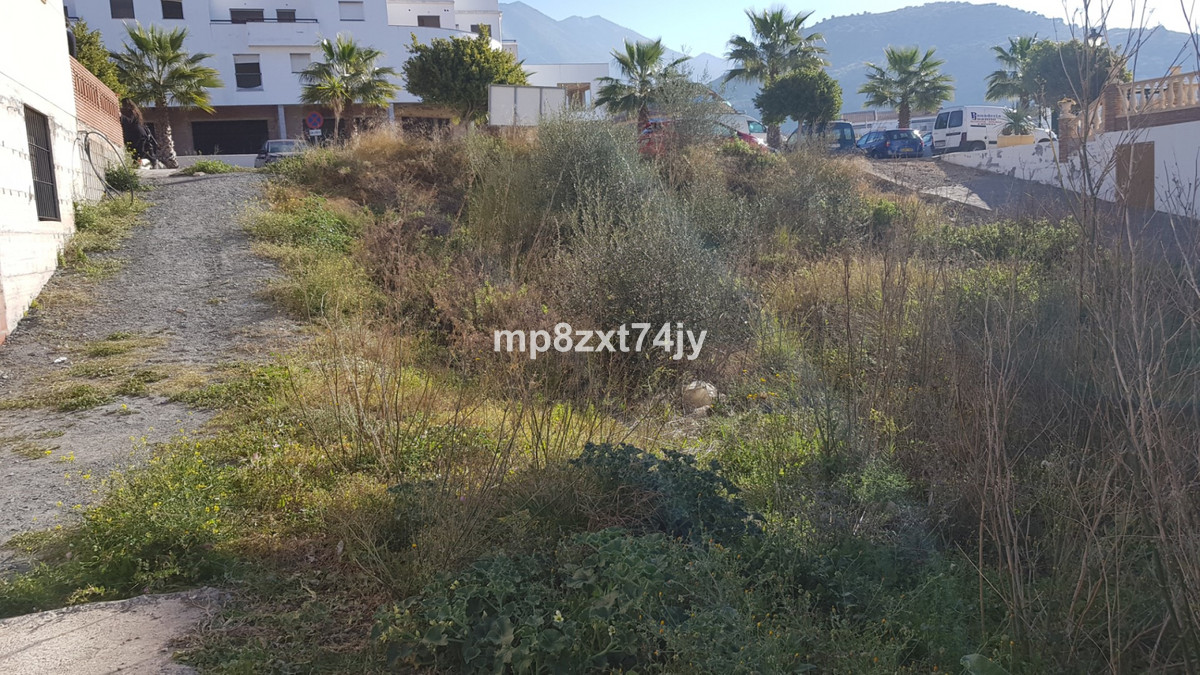 500m2 land for sale in Puente Don Manuel ideally suited for development. Puente Don Manuel is a busy,Spain