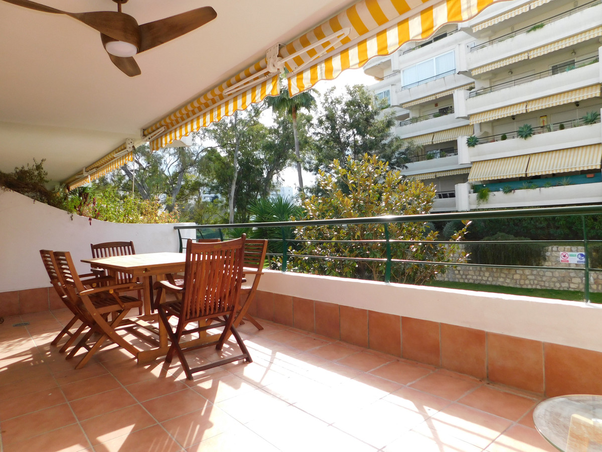 Nice firstfloor apartment in Guadalmina Alta just by the Hotel Barcelo . Perfectly located for golf ,Spain