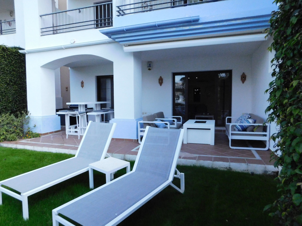 Modern apartment on the ground floor with private garden  in the Los Arqueros Golf & Country Clu,Spain