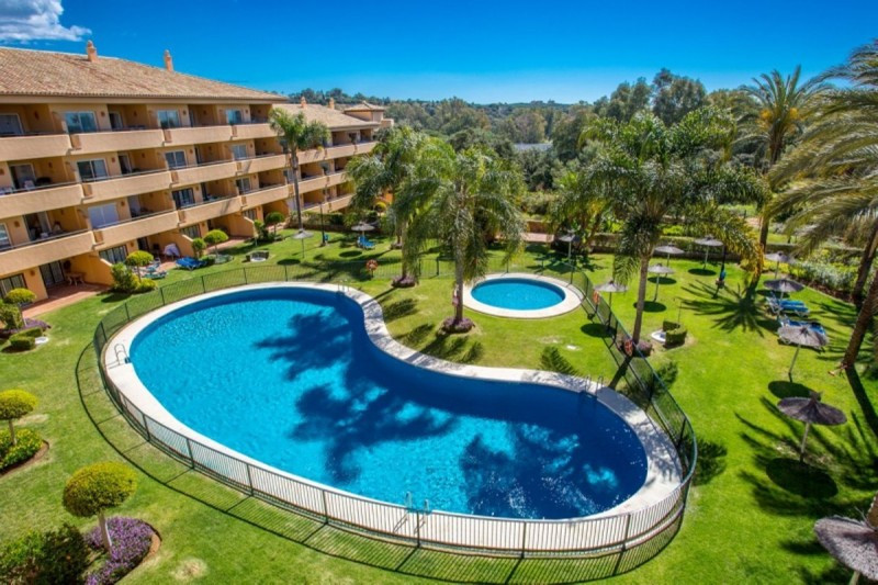 Beautiful 2 bedroom and 2 bathroom apartment in gated community with children's pool, beautiful, Spain