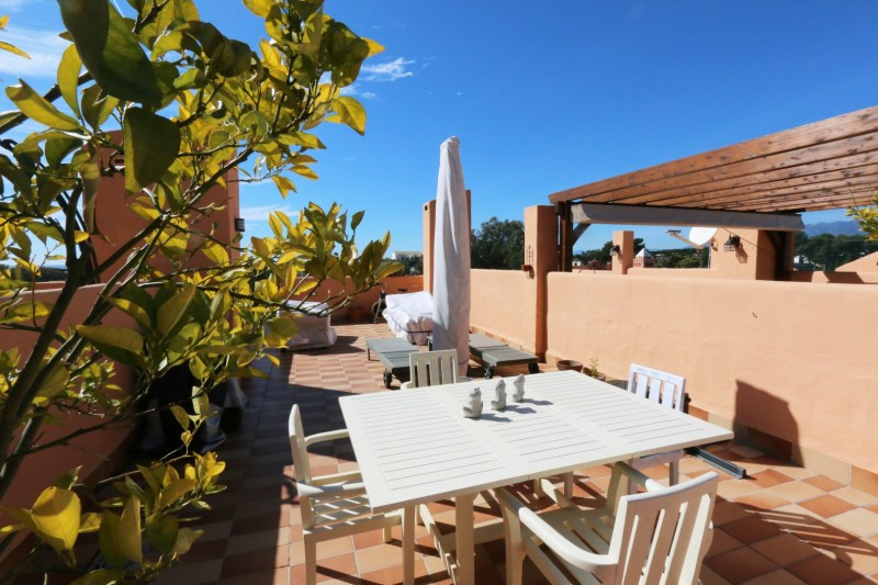 This is a beautiful 3 storey townhouse which is located right next to Cabopino golf course. The prop,Spain