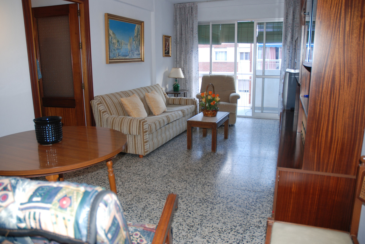 Apartment next to the popular neighborhood of ´La Luz'. Surrounded by all kinds of shops, near ,Spain
