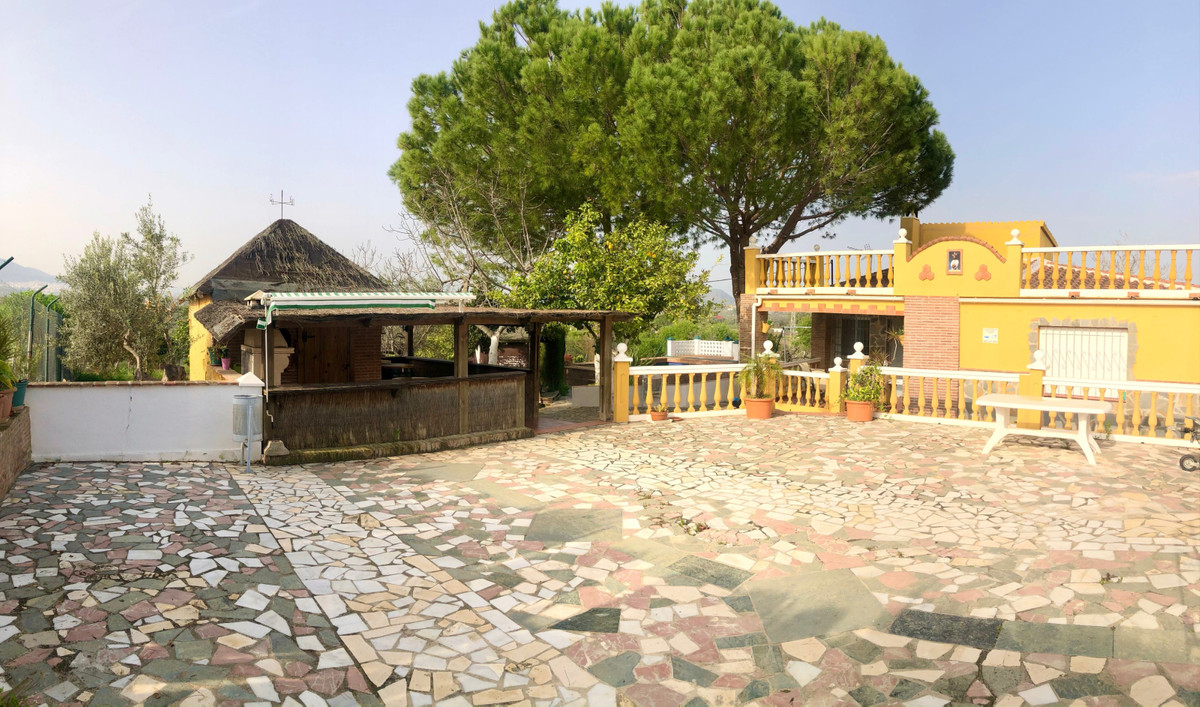 Rustic land with urban farm, swimming pool, independent bar-BBQ corner  Are you looking for a home f,Spain