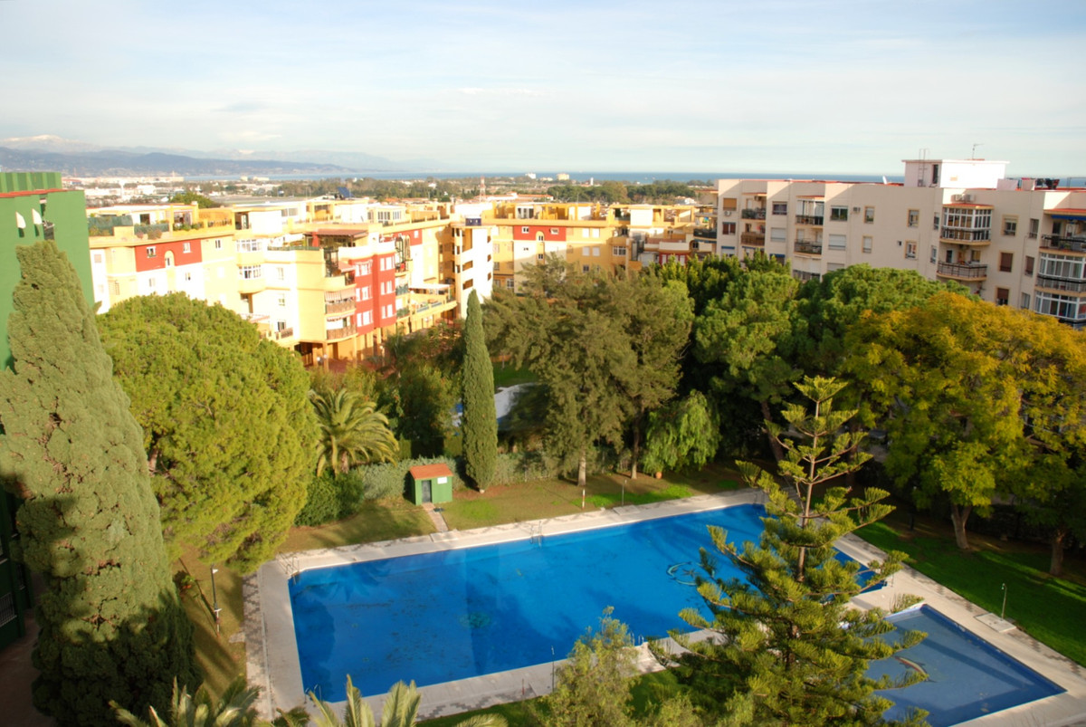 Apartment completely renovated with communal pool. Enclosed area with Olympic pool and children&apos,Spain
