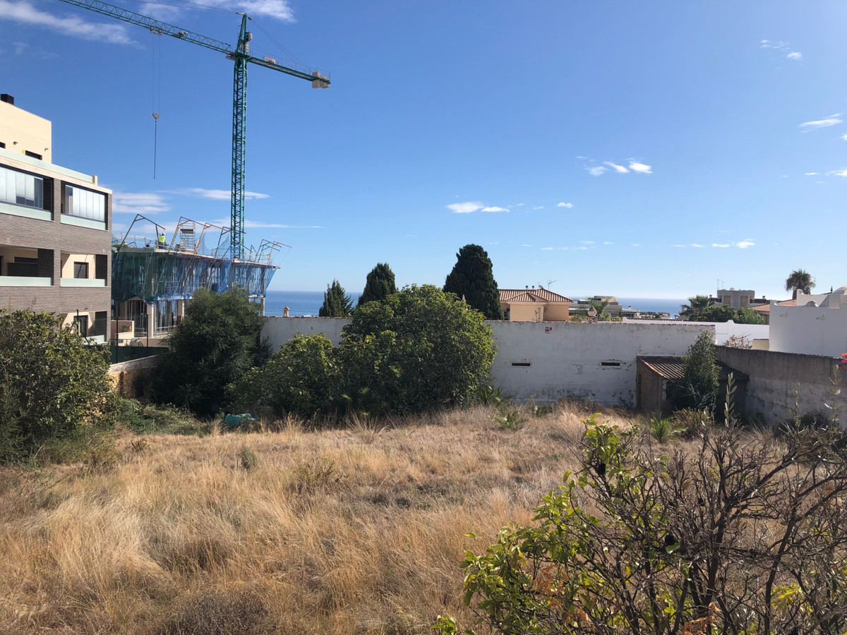 Urban plot with basic project next to the Sunny view.(subida al Cerro del Toril). The plot is locate Spain