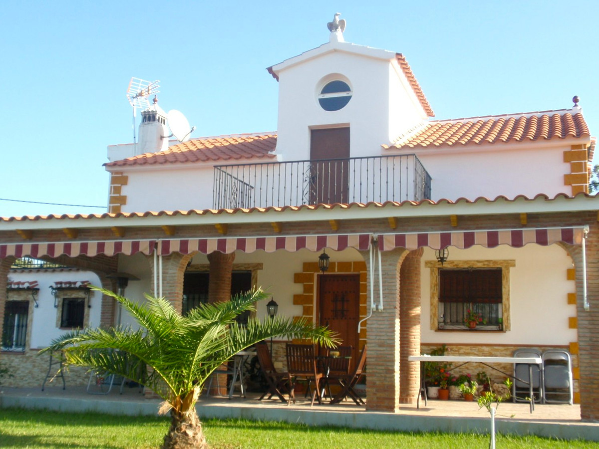 Villafranco de Guadalhorce: Impeccable and spacious country villa with large garden and pool next to,Spain