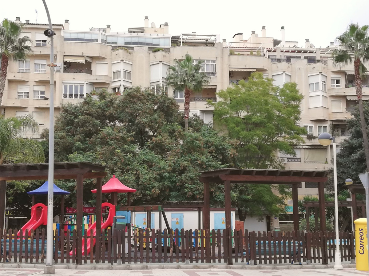 Sunny apartment in Torremolinos center, with garage and park in front Very nice apartment in the cen,Spain