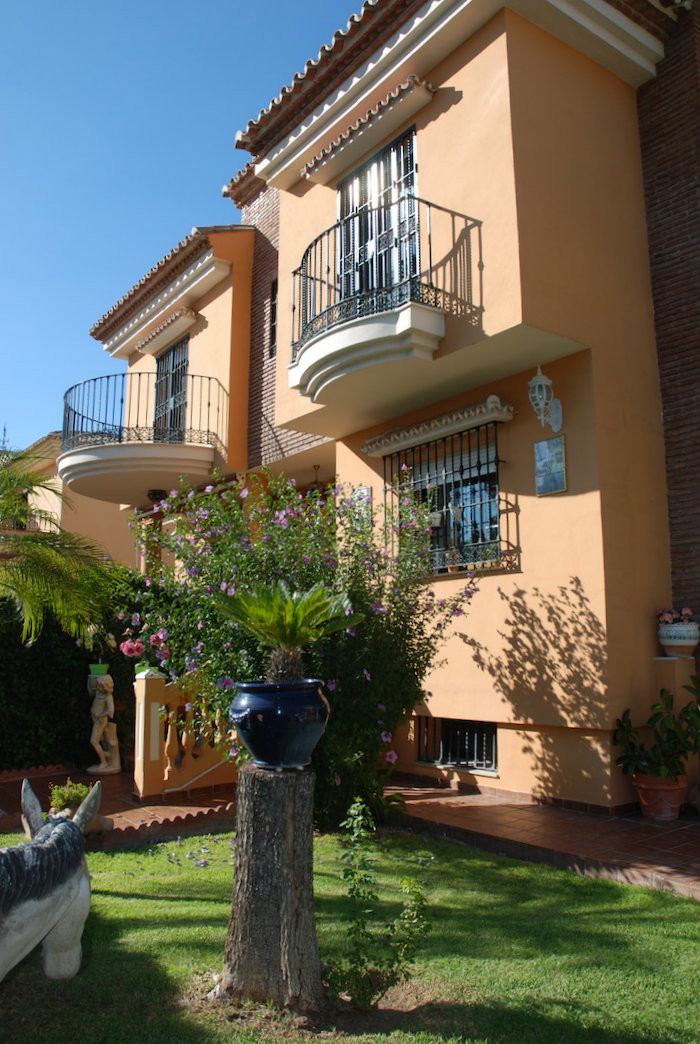 Independent villa which has it all: location, closeness to schools, sports clubs, busstop, supermark,Spain