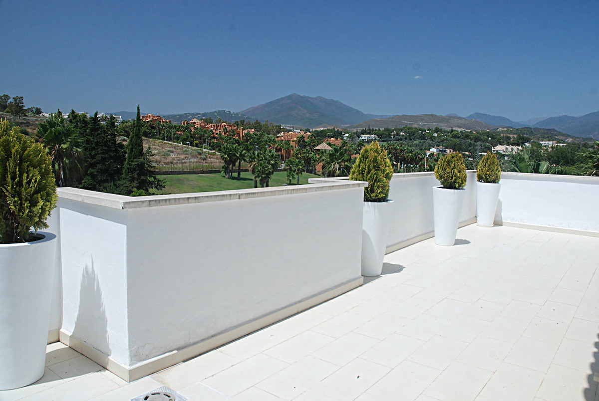 Spectacular penthouse, modern and fully renovated, 5 min. walking from Puerto Banus The house is par,Spain