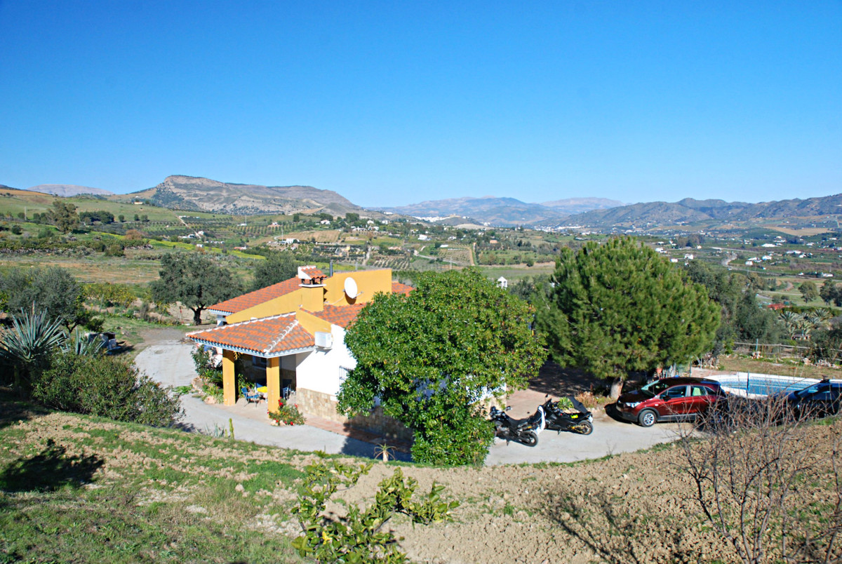 Recently built finca with panoramic views, large well and pool The finca is less than 5 minutes by c, Spain