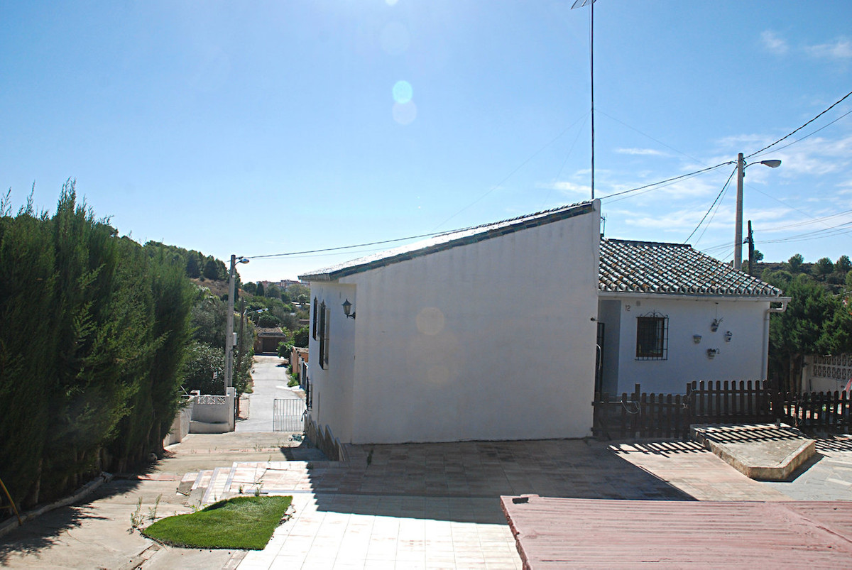 Located at just 1 minute from the highway in a quiet residential area known as 'La Canada'. ,Spain
