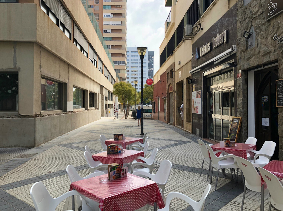 Spacious apartment in quiet and cozy environment not far from the centre. Not far from the center an,Spain
