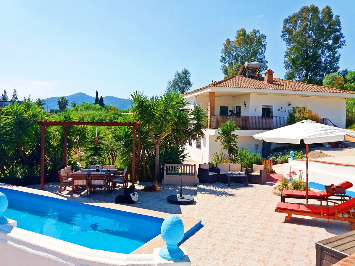 Finca with tourist license: two houses and 1 apartment. Currently operating successfully as a touris, Spain