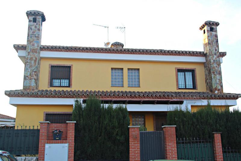 Villa – Chalet en venta en Alhaurín de la Torre – R2597075