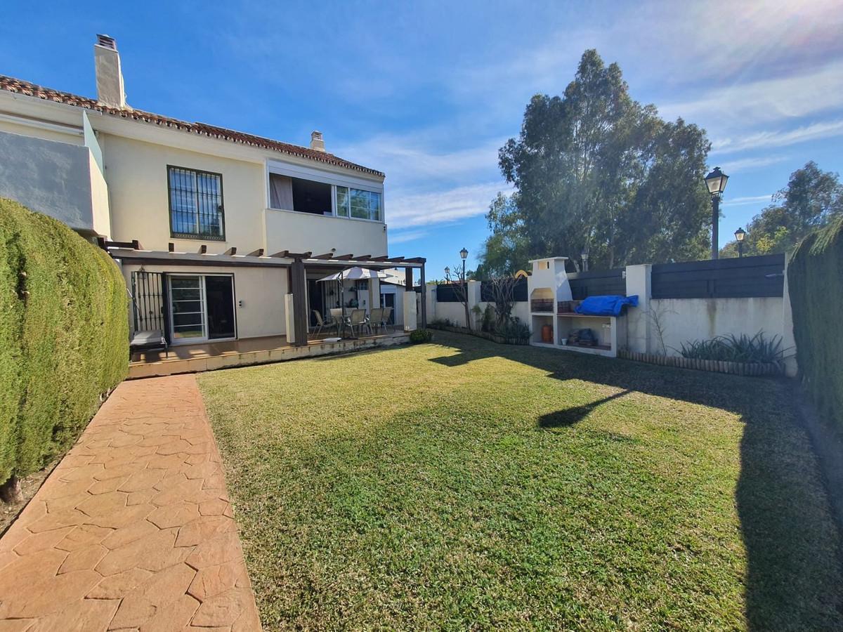Pareada en Venta en Nueva Andalucía – R3603179