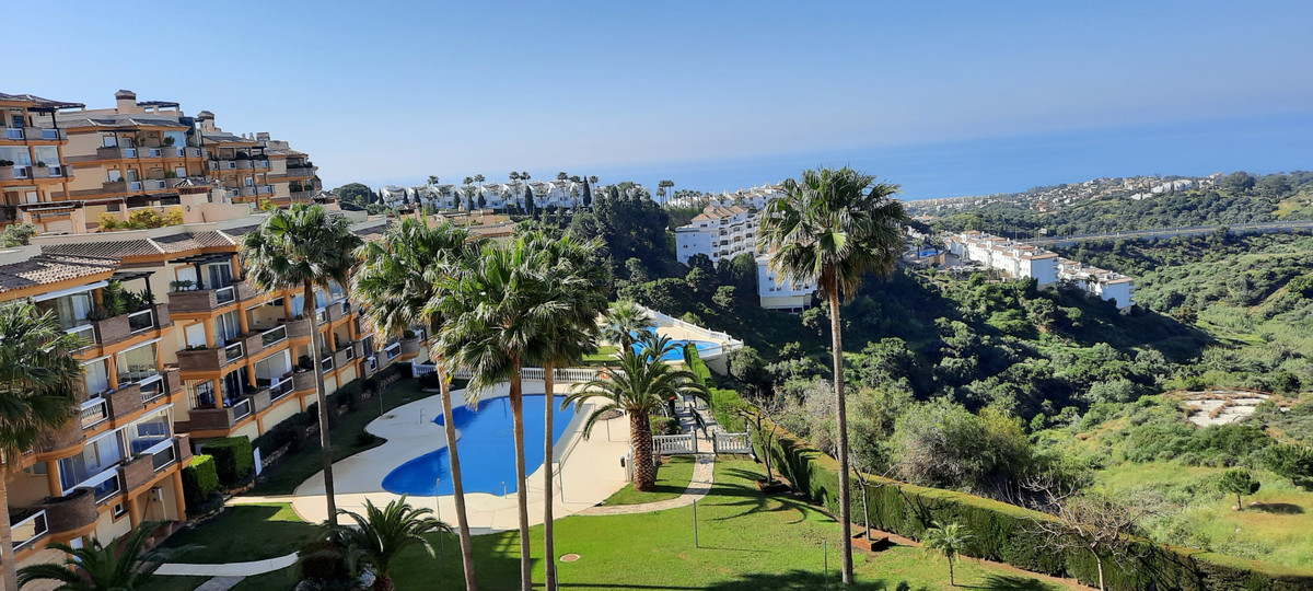 Beautiful appartment with amazing sea views.From the terrace you can see over the coast and even Afr,Spain