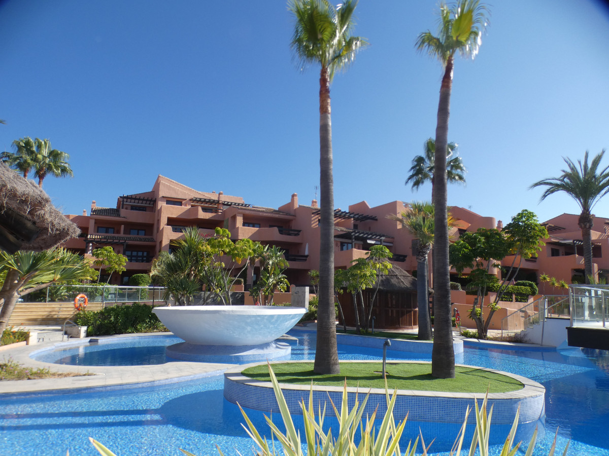 LOWEST PRICE IN THE URBANIZATION!  This is a wonderful ground floor apartment in the luxurious beach, Spain