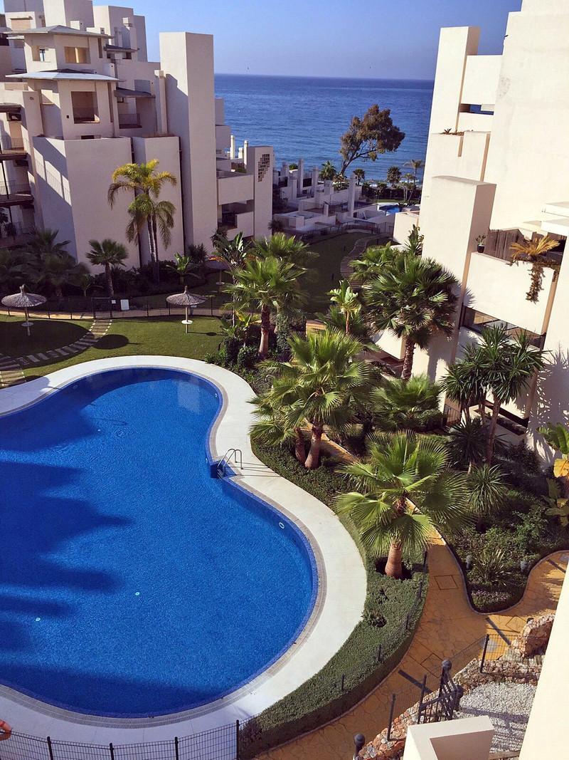 Marbella Banus Apartamento Planta Media en venta en New Golden Mile – R3640679