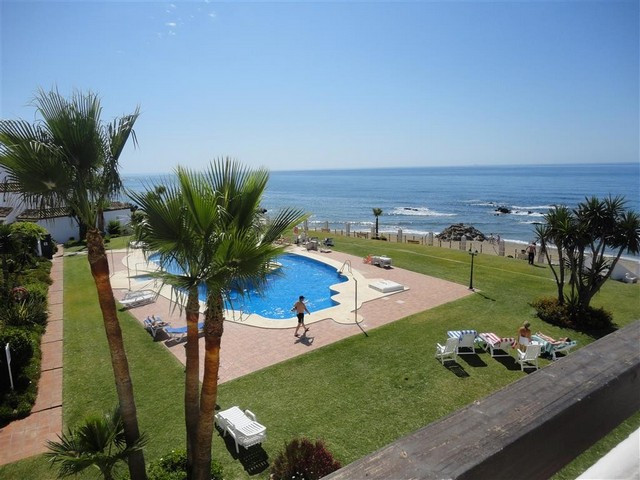 GREAT FRONTLINE BEACH PENTHOUSE – This south-east facing penthouse is located in a second floor - wi, Spain
