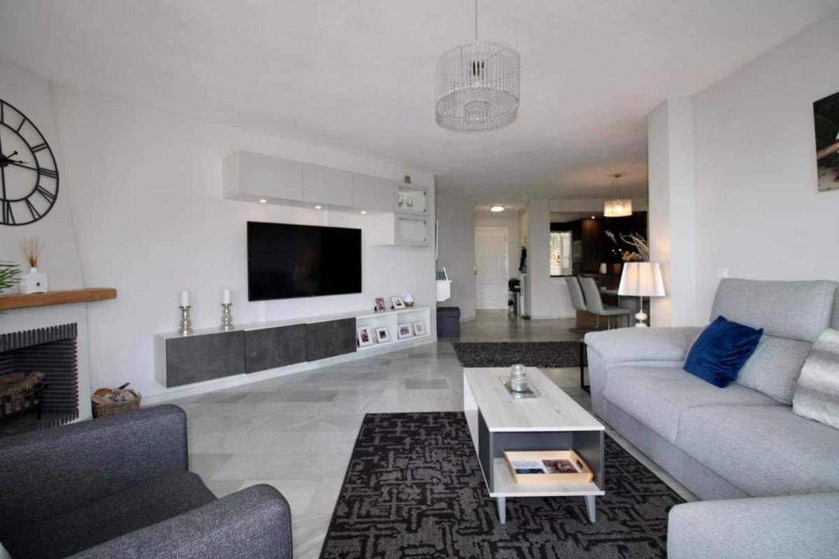 Marbella Banus Apartamento en Venta en Calahonda – R3914356