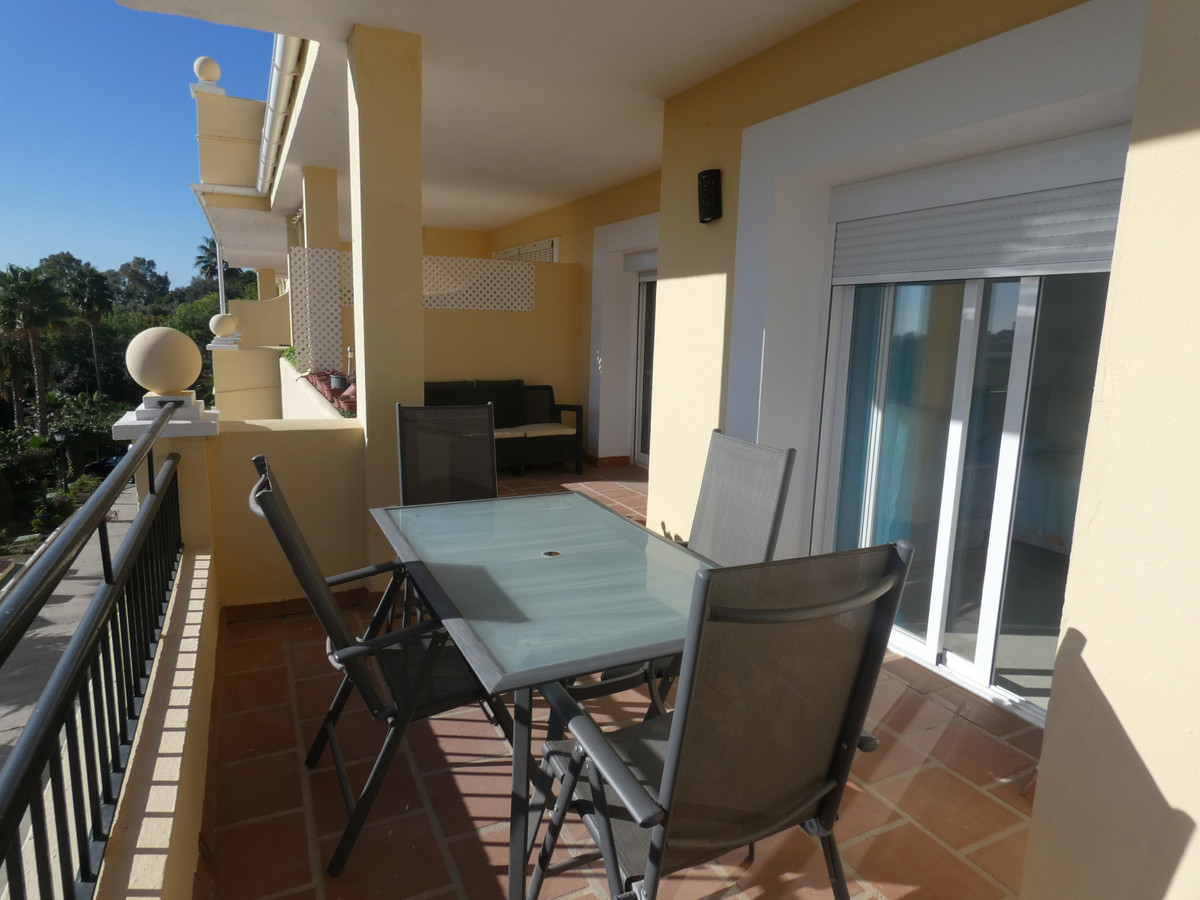 R3528343 | Middle Floor Apartment in Benahavís – € 248,000 – 3 beds, 2 baths